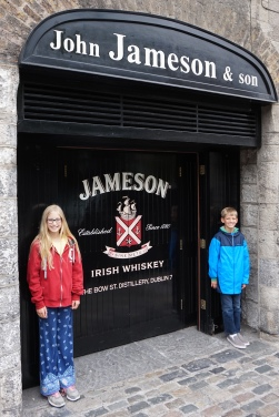 Pic 2016-0610 01 Dublin Jameson Area (21) edit