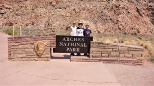 Pic 2018-0813 12 Arches NP Sign (3) edit