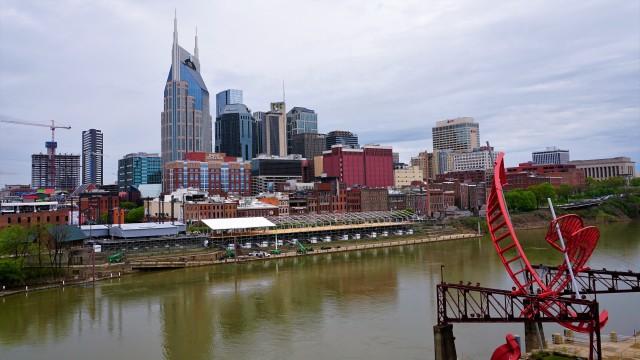 Pic 2019-0413 08 Nashville Seigenthaler Bridge (6) edit